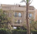 شقه علي الشارع الرئيسي بموقع ممتاز